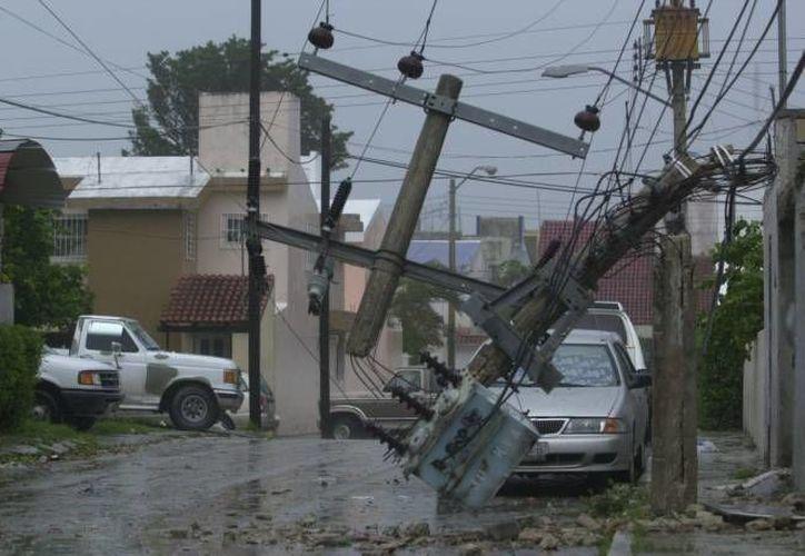 Durante la temporada de huracanes es recomendable tener un plan de emergencia familiar en caso de la entrada de un ciclón. (Tomás Álvarez/SIPSE)