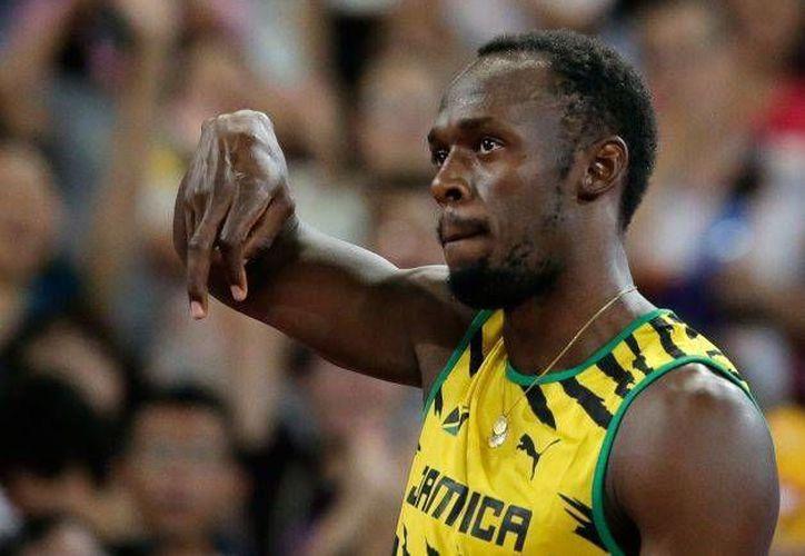 Bolt clasificó a la final del Mundial de Atletismo, donde busca ampliar su reinado en los 100 metros, pero se ve bastante lejos de su mejor nivel en Beijing. (AP)