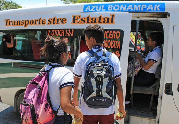 La empresa de transporte informó a los usuarios que habrá un aumento de dos pesos en la tarifa. (Jesús Tijerina/SIPSE)