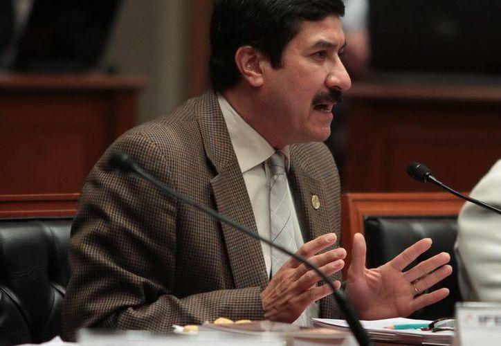 El senador panista Javier Corral exhortó a sus compañeros de bancada a mantenerse en la sesión. (Archivo/Notimex)