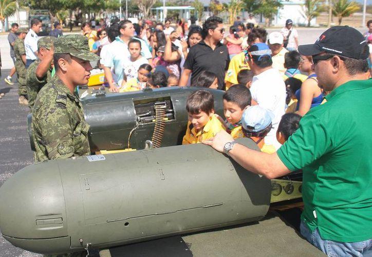 Ayer se realizó el primer paseo dominical al interior de la Guarnición Militar, durante julio y octubre se realizarán actividades similares.  (Julian Miranda/SIPSE)