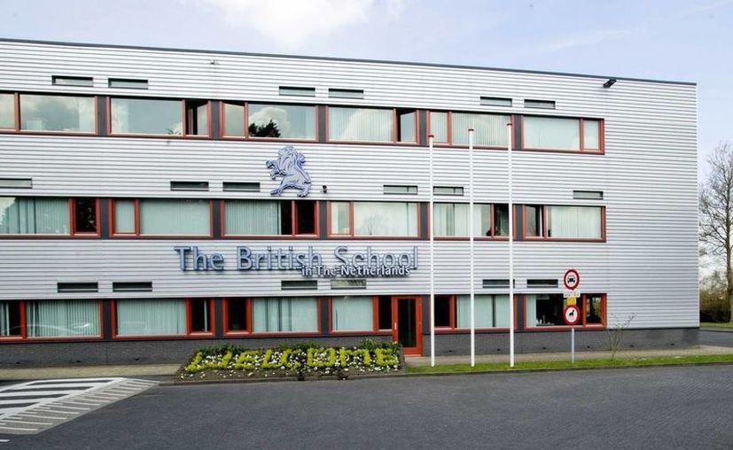 """Fachada del colegio """"The British School"""" de Voorschoten, en Holanda, del que fue alumno el sospechoso detenido. (EFE)"""