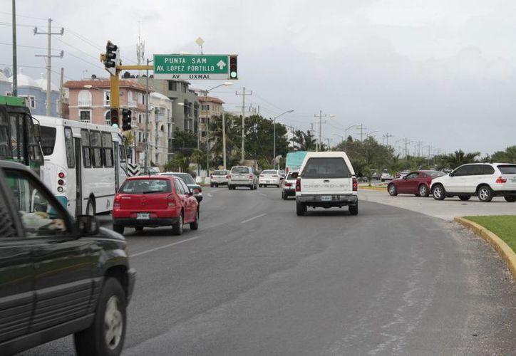 El desfile en Cancún estaba programado para el día de mañana a las 8 horas. El contingente caminaría sobre la avenida Bonampak. (Tomás Álvarez/SIPSE)