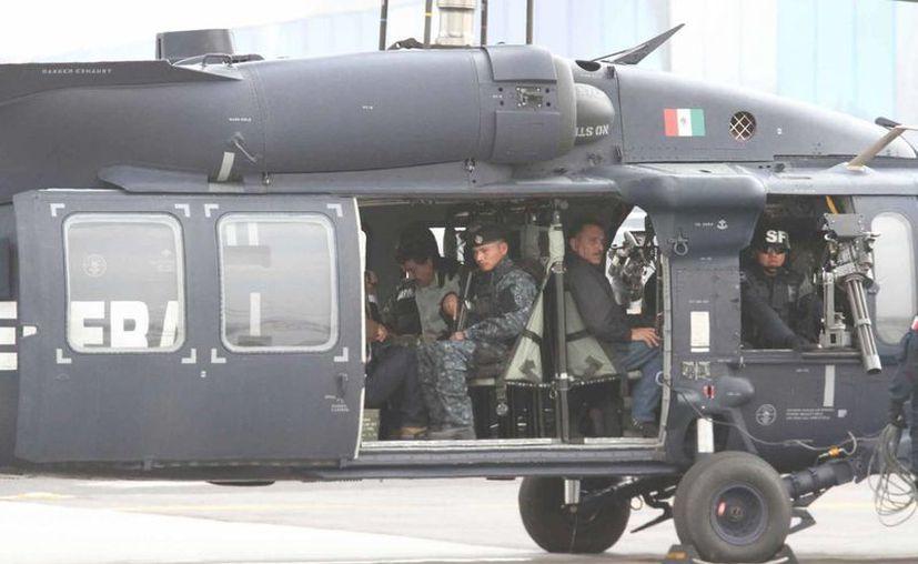 Poco después de su arresto, El Chapo fue trasladadon en un helicóptero de la Policía Federal al penal de Almoloya de Juárez. (Agencias)