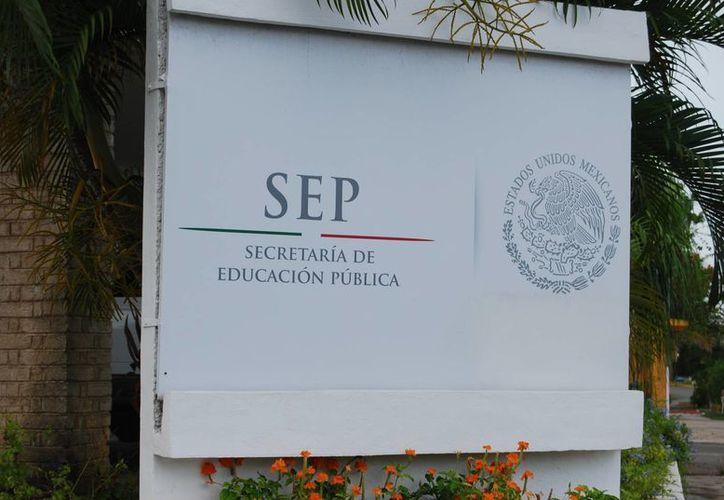 Personal de la delegación de la Secretaría de Educación Pública, dice que Rubén Lara León dejó de ir a la oficina hace una semana. (Harold Alcocer/SIPSE)