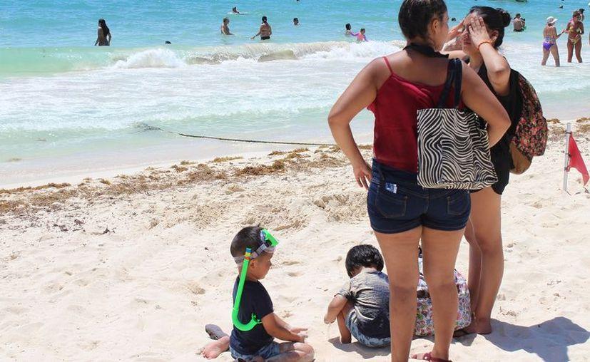 Asegurado el verano en Playa del Carmen por presencia de turistas nacionales. (Foto: Adrián Barreto)