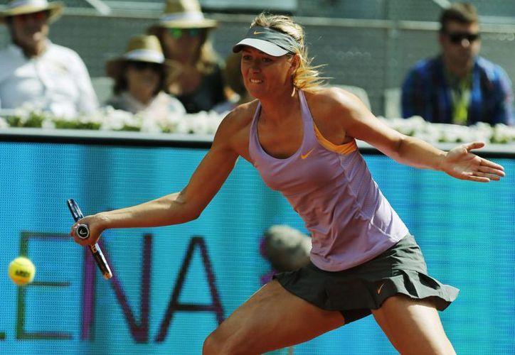 Sharapova se impuso en el duelo que duró menos de dos horas. (EFE)