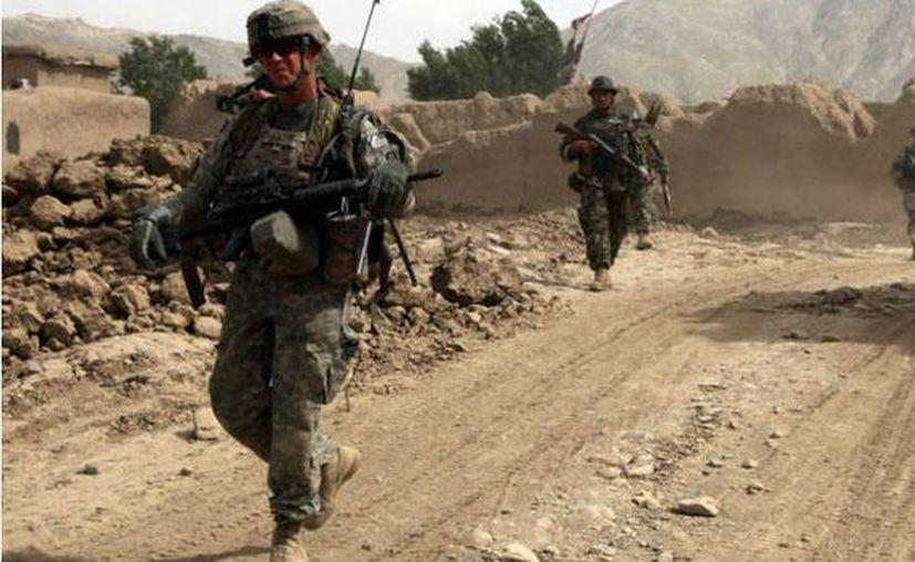 Un soldado afgano disparó y mató a cuatro soldados estadounidenses dentro de la base. (López Dóriga).