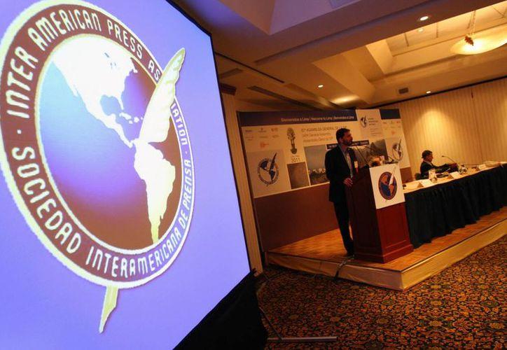 La Sociedad Interamericana de Prensa expresó su alarma por las acciones judiciales de censura en el país. (Archivo/EFE)