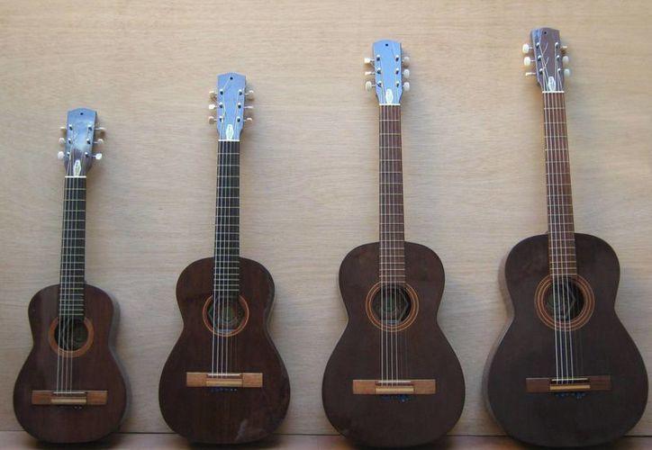 """Las manos mágicas, que fabrican las guitarras, siguen vivas en Campeche. (Foto: Facebook Guitarras Campechanas """"Jose I Espinosa C"""".)"""