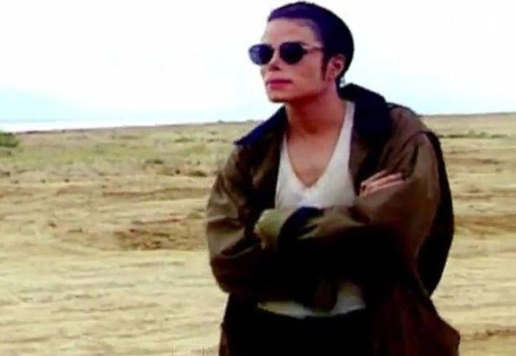 Las escasas imágenes que aparecen de Michael Jackson  son muy similares a las de otro vídeo suyo, In The Closet, de 1992. (Captura de pantalla/YouTube)
