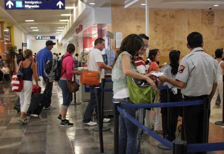 Sólo en marzo arribaron alrededor de 1.4 millones de pasajeros internacionales al aeropuerto de Cancún. (Redacción/SIPSE)