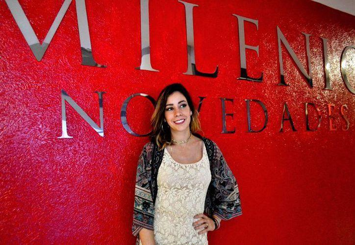 La cantante veracruzana Tyna Ros promueve en Mérida su sencillo 'Todo Pasará'. (Foto: Daniel Sandoval/SIPSE)