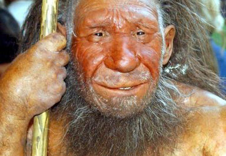 Fotografía de la figura de un hombre del Neardental en pie a la entrada del Museo Neanderthals en Mettmann, Alemania. (EFE)