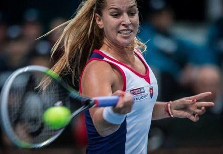 La eslovaca Dominika Cibulkova sufrió en el set inicial, pero al final venció a la belga Yanina Wickmayer. (mediotiempo.com)