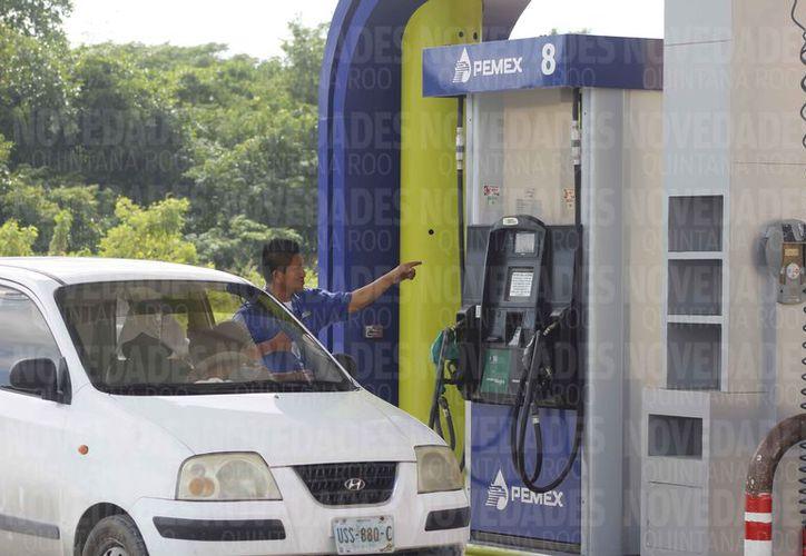 Reportan poca diferencia en el costo del litro del combustible. (Jesús Tijerina/SIPSE)