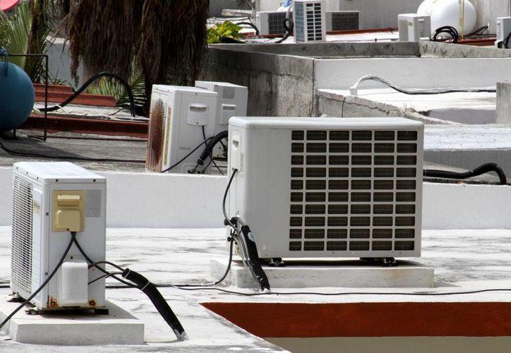Durante la temporada de primavera y verano los aires acondicionados son los que consumen mayor parte de la energía eléctrica de las familias.  (Francisco Gálvez/SIPSE)