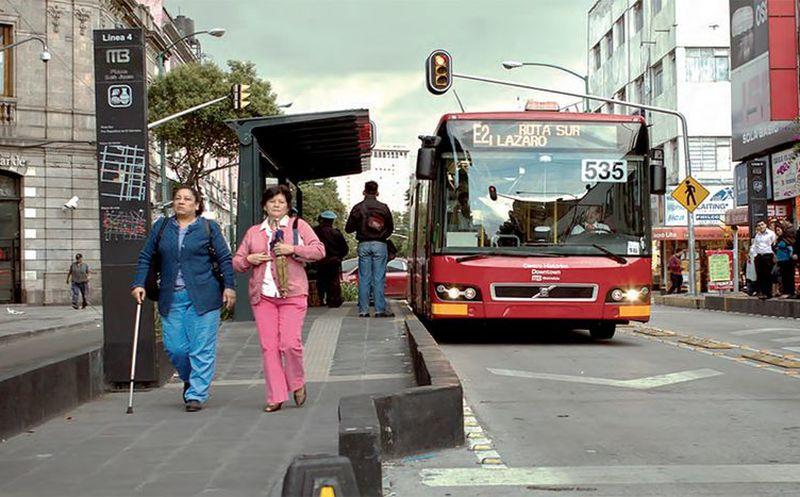 Policías infiltrados en el Metrobús; la propuesta para frenar asaltos