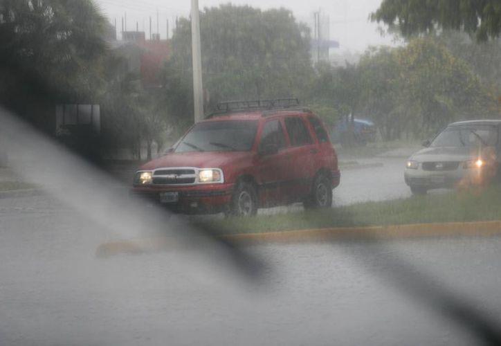 Lluvias provocan movilización en la línea de llamadas de emergencia. (Redacción/SIPSE)