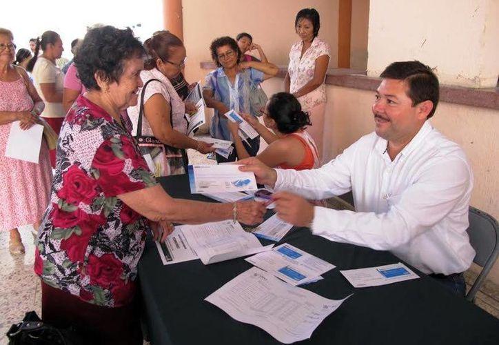 Enrique Castillo Ruz,  titular de la STPS, encabezó la entrega de pagos. (Milenio Novedades)