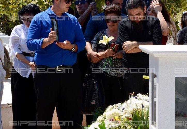Yucat n entierro de emma molina canto en medio de clamor for Cementerio jardin del mar