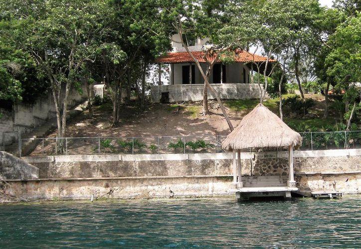 El sector hotelero de Bacalar reclama el aumento de viviendas que se rentan para la temporada vacacional. (Javier Ortiz/SIPSE)