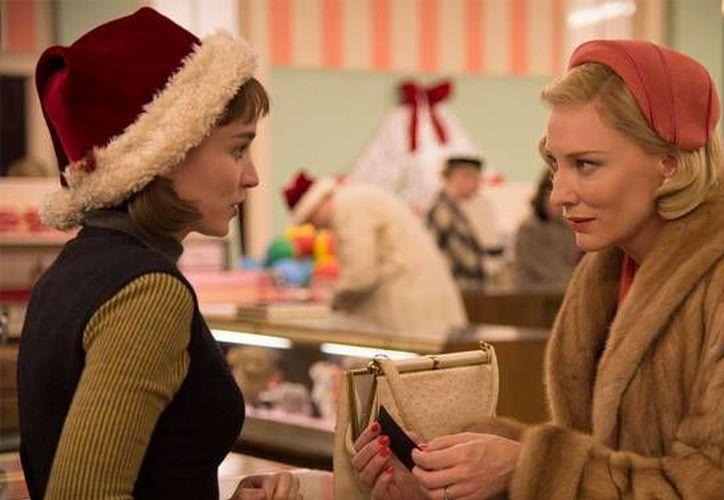 Rooney Mara (i) y Cate Blanchett, quienes protagonizan 'Carol' de  Todd Haynes, fueron nominadas a Mejor Actriz en los premios 'Spirit', los cuales se entregan el próximo 27 de febrero, un día antes de los Oscar. (variety.com)