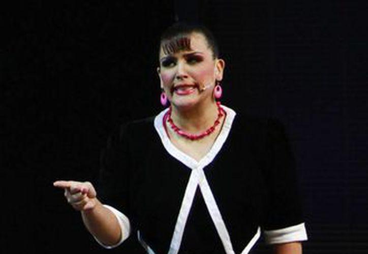 En entrevista telefónica Angélica Vale compartió que se siente feliz de la vida de poder regresar a Cancún. (Contexto/Internet)