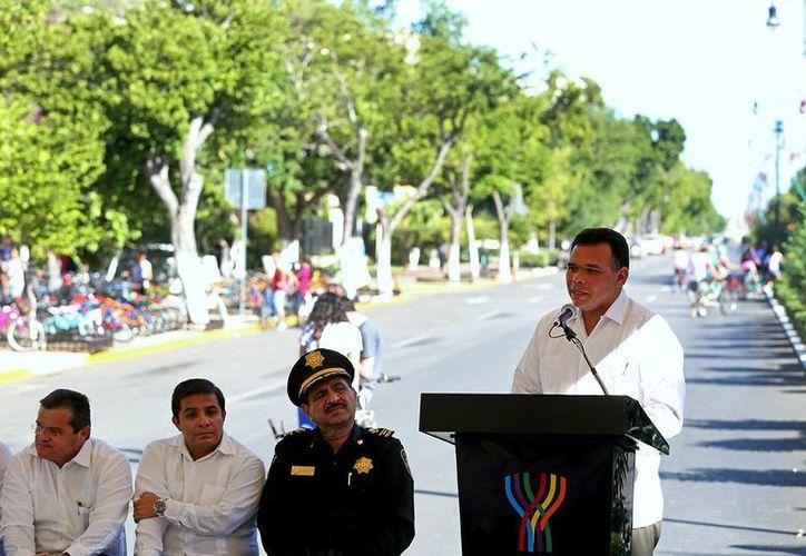 El gobernador de Yucatán, Rolando Zapata Bello, durante la entrega de las obras en Paseo de Montejo, en Mérida. (SIPSE)