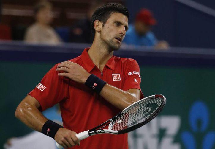 Novak Djokovic pasa por una mala racha, ya que no ha podido levantar títulos en sus participaciones en los Abiertos conocidos.(Andy Wong/AP)