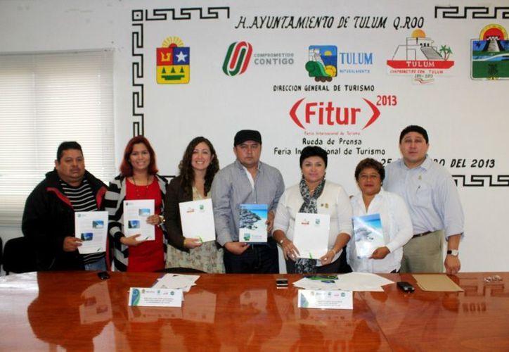 En la conferencia, el alcalde estuvo acompañado por la directora de Turismo y regidores. (Redacción/SIPSE)