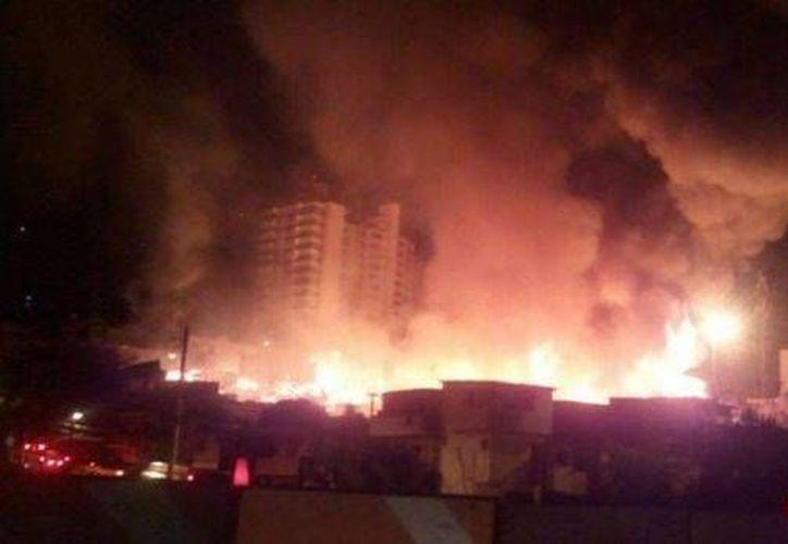El incendio en una favela de Sao Paulo se desató alrededor de las 21:30 horas y se propagó rápidamente. (O'Globo / GDA)