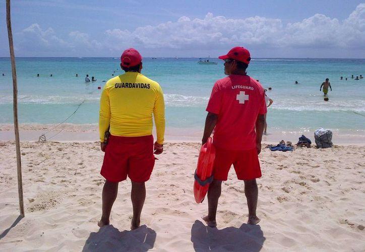 Elementos de la Cruz Roja se sumarán a los guardavidas de Protección Civil este verano. (Daniel Pacheco/SIPSE)