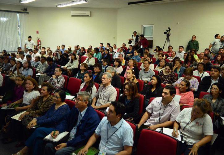 Diversas agrupaciones participaron en el curso organizado por la Junta de Asistencia Privada del Estado de Yucatán, el Colegio de Contadores y la Facultad de Contaduría y Administración de la Uady. (Milenio Novedades)