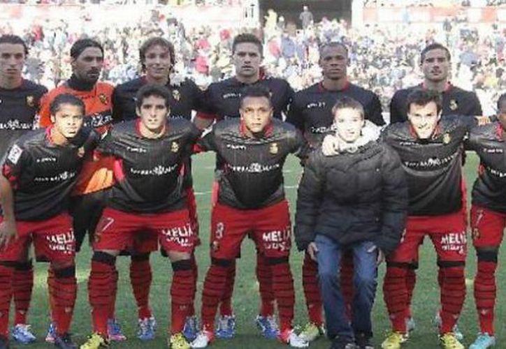 Al minuto 85, Dos Santos mandó el centro con el que Víctor Cassadesús empató el duelo ante Zaragoza. (La afición)