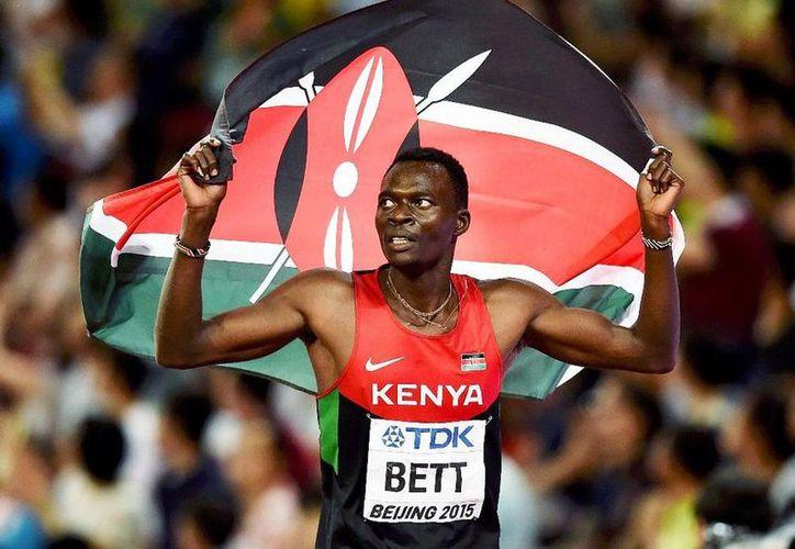 El atleta sufrió el accidente mientras conducía desde el aeropuerto de Nairobi. (Internet)