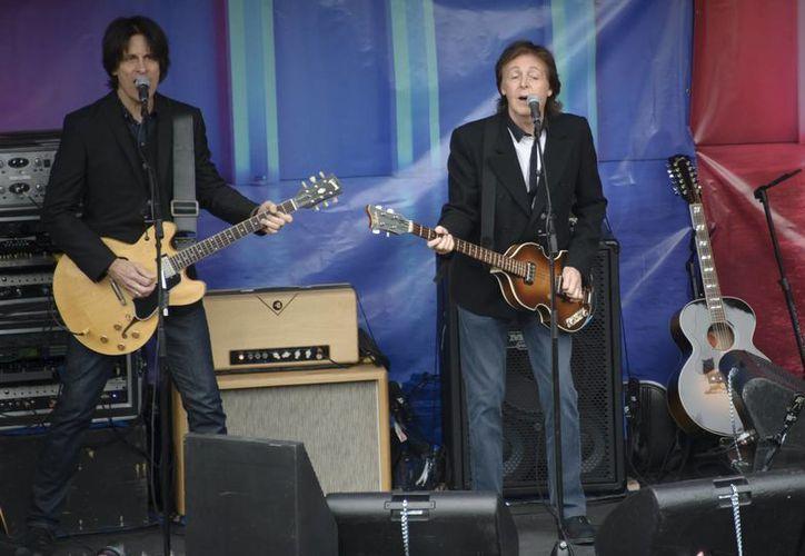 Al parecer, el ex Beatle todavía busca la emoción de una presentación en vivo y el aplauso de los fans que lo adoran.  (Agencias)