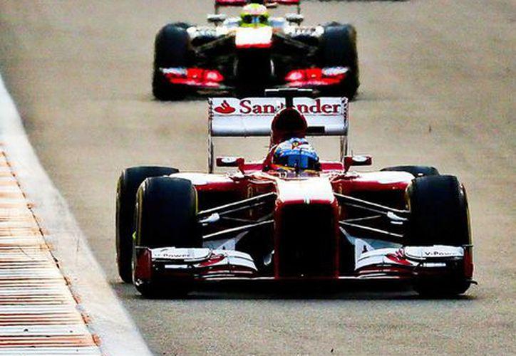 El piloto español Fernando Alonso durante la carrera en el circuito de Abu Dhabi. (EFE)