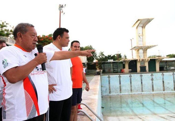 Supervisa el gobernador Rolando Zapata Bello la zona de deportes acuáticos. (Milenio Novedades)