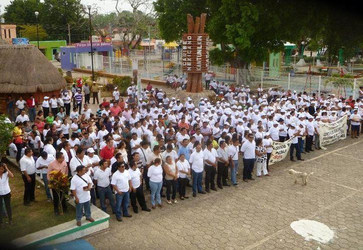 El desfile finalizó frente al Palacio Municipal. (Raúl Balam/SIPSE)