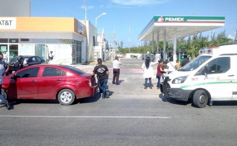 Las autoridades siguen investigando la doble ejecución que se registró en una gasolinera. (Eric Galindo/SIPSE)