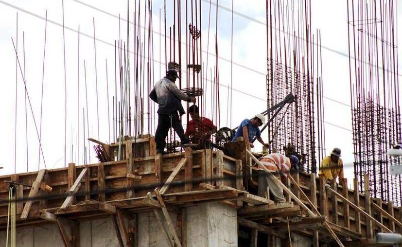 Pese a los recortes presupuestales en el ramo de la obra pública, en los primeros seis meses del año el sector de la construcción logró buenas ganancias y crecimiento en varios de sus rubros. (Archivo/ Milenio Novedades)