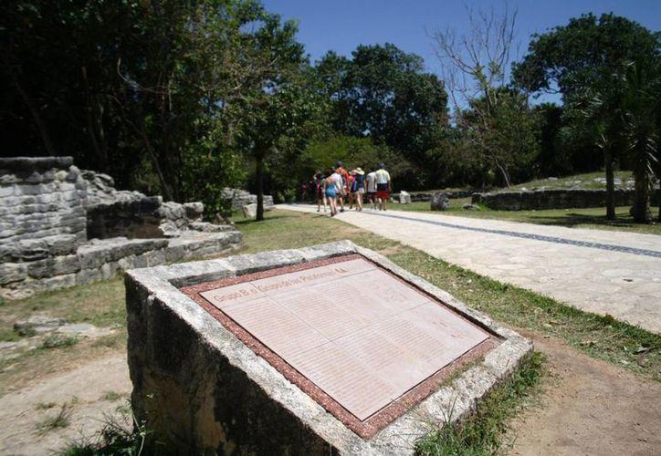 Los vestigios arqueológicos de Xcaret son poco visitados. (Octavio Martínez/SIPSE)