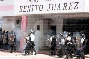 Manifestación se sale de control en el Palacio Municipal