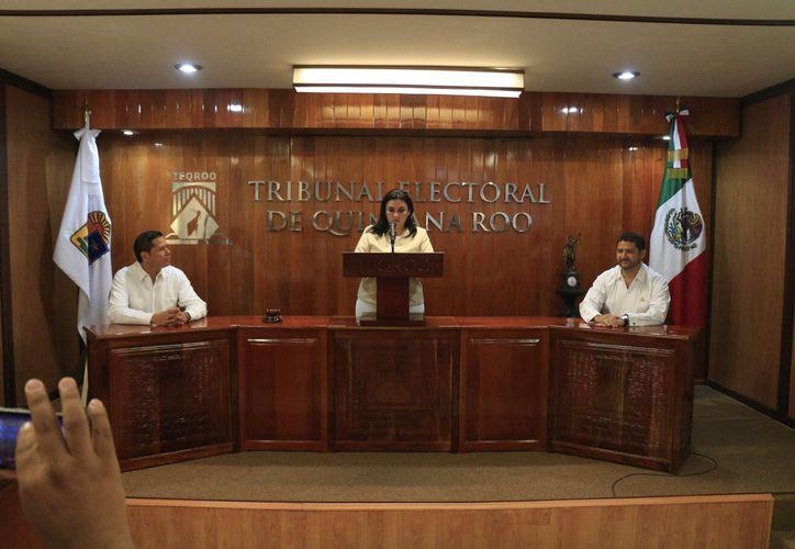Los tres integrantes del pleno del Tribunal dieron a conocer el resultado de la votación derivada de una reunión privada. (Foto: Benjamín Pat / SIPSE)