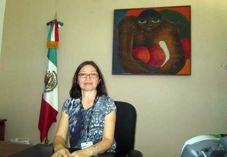 La subdelegada encargada Gabriela del Carmen Castellanos Puc dio algunos consejos para la tramitar la reposición del pasaporte. (Milenio Novedades)