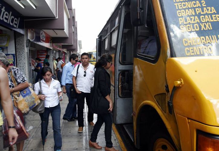 El incremento global que el salario mínimo sufrirá en todo el país para el 2017 es el equivalente al costo de un pasaje de autobús en Mérida. (Imagen ilustrativa/ Milenio Novedades)