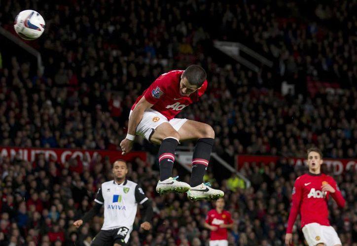 Javier Hernández marca su segundo tanto frente al Norwich City. (Agencias)