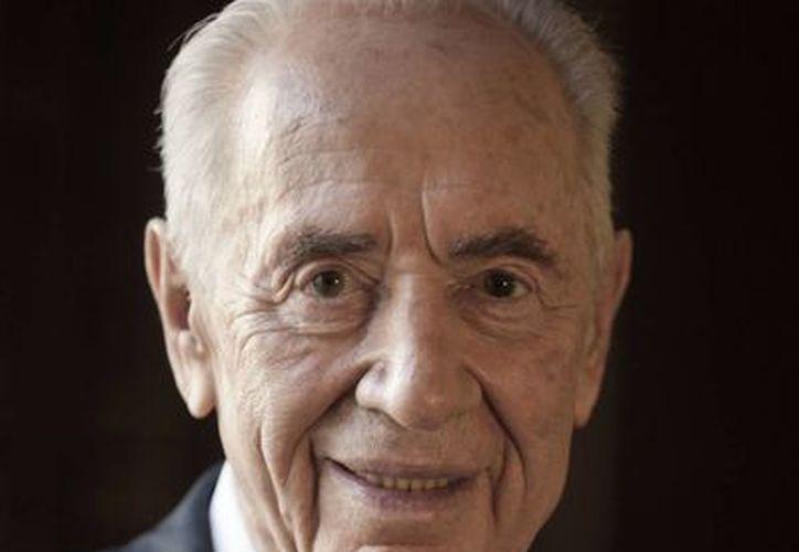 Imagen del 15 de julio de 2014 de Shimon Peres, ex presidente de Israel, quien sufrió un derrame cerebral el martes 13 de septiembre de 2016. (AP/Dan Balilty, archivo)