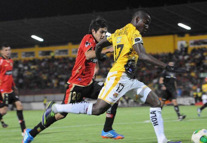 Cristian Penilla (de amarillo) es uno de los refuerzos de Tuzos de Pachuca. (planetamarillo.com)
